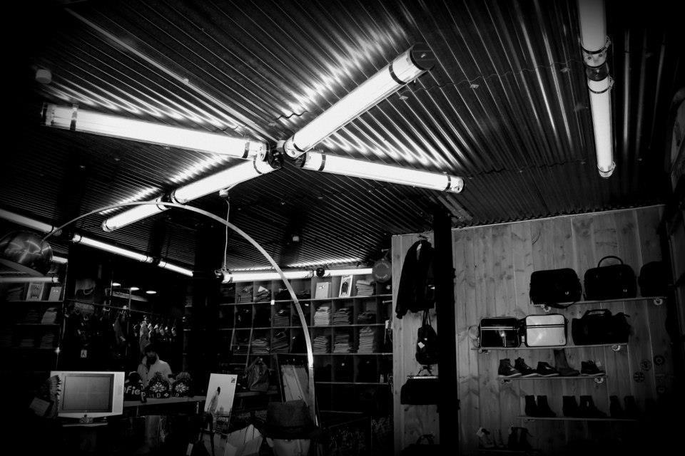 mise en lumi re de la boutique dock caviar sur bordeaux magasin de luminaires int rieurs et. Black Bedroom Furniture Sets. Home Design Ideas